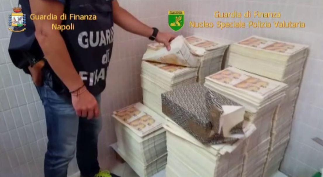 CITTA' VECCHIA, INTERO STABILE ALLACCIATO ABUSIVAMENTE ALLA RETE ELETTRICA